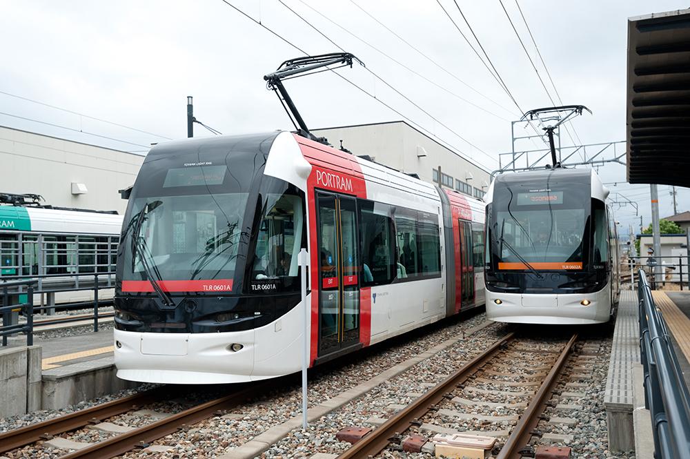愛称は「ポートラム」。富山駅から富山湾を結ぶ7.6kmで運行している。